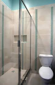 Üvegből épített zuhanykabin